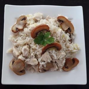 Варен ориз со пилешко, тиквичка и шампињони