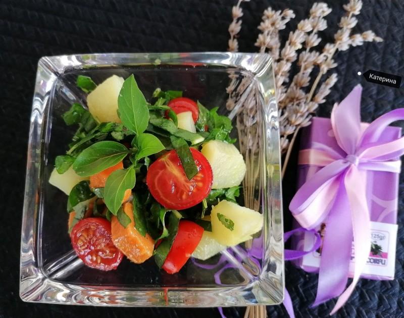 Салата од шери домати, батат компир и лаванда оцет