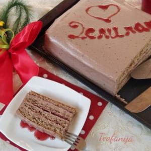 Чоколадна торта со џем од малини