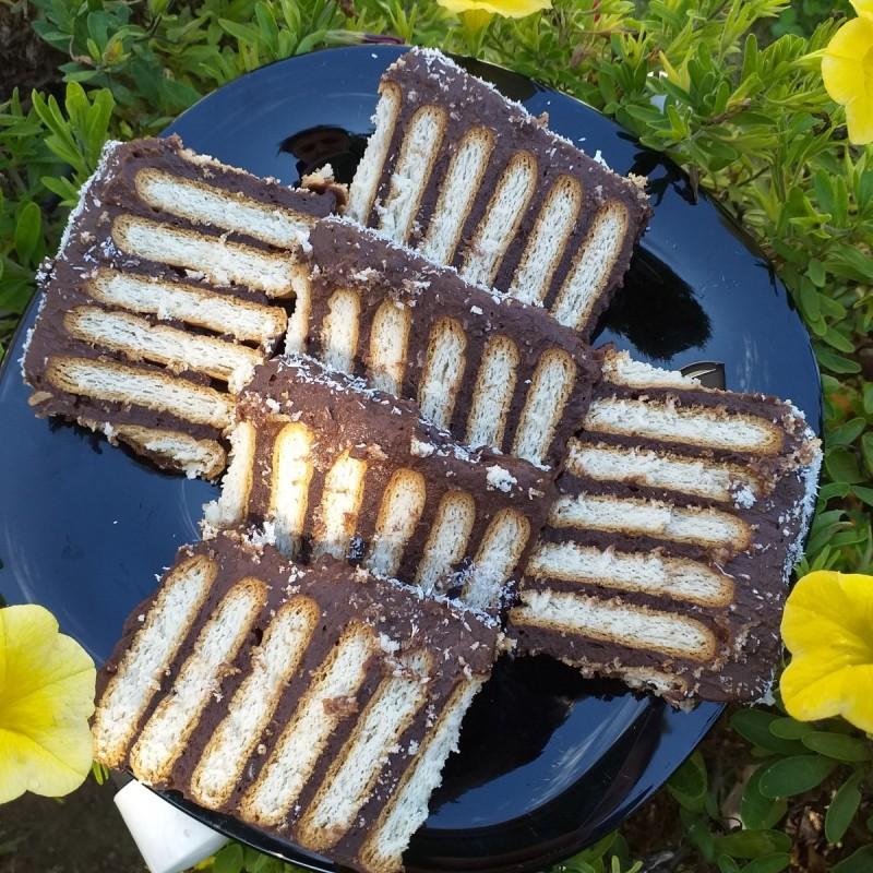 Брз ретро колач со бисквити (без печење)