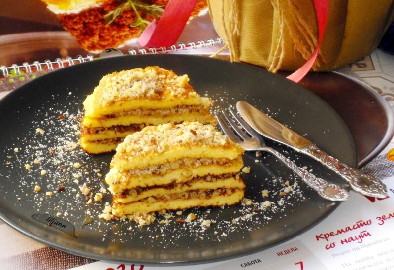 Десерт со палачинки и ореви