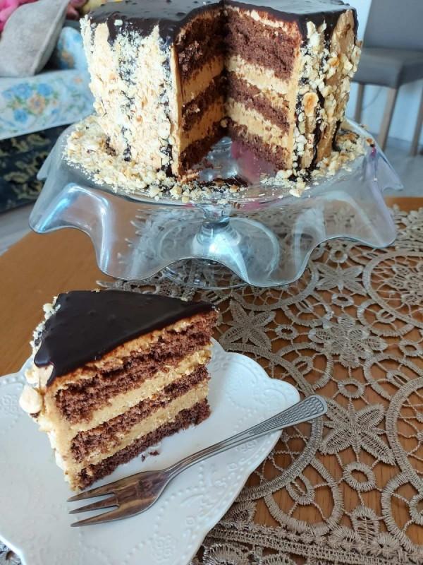Бајадера торта со лешници и какао глазура