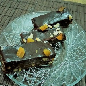 Чоко кокос штангли со лешници, ореви и суви кајсии (без печење)