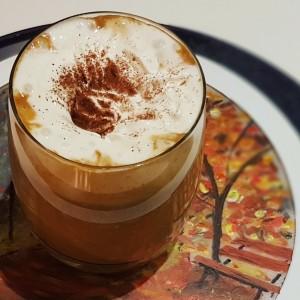 Кафе лате со тиква и зачин за медењаци