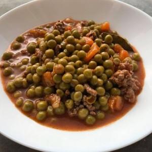 Манџа со грашок и мелено месо во експрес лонец