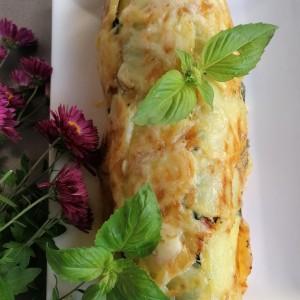 Богат ролат со мелено месо и компири