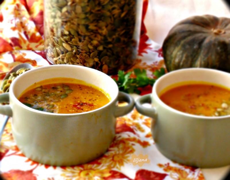 Крем супа од печена тиква, морков и јаболка