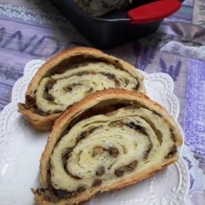 Домашен ролат со мелено месо и печурки