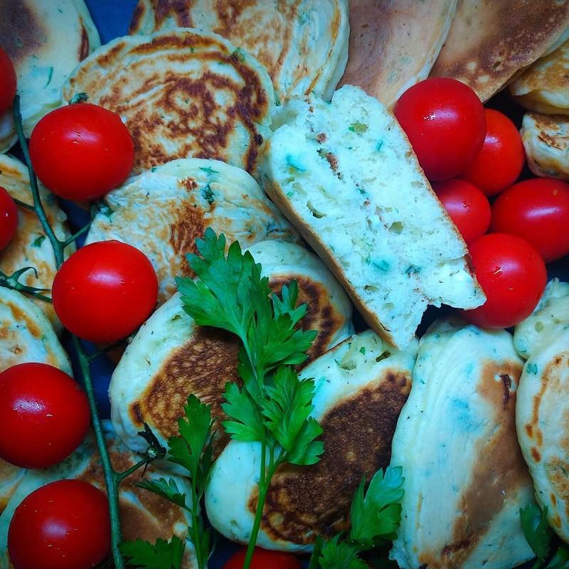 Солени палачинки со сирење и магдонос