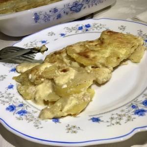 Печени компири со павлака за готвење и кашкавал