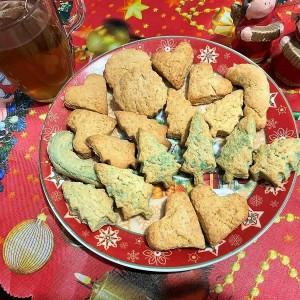 Новогодишни суви колачиња со вкус на портокал