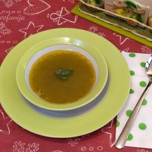 Зеленчукова супа подготвена во Multifresh Вакум блендер и протектор на хранливи состојки