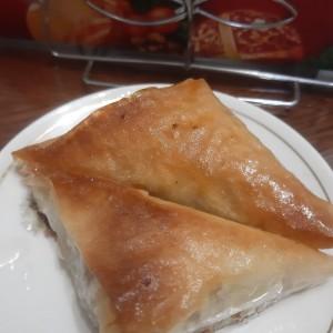Тригони со ореви (готови кори)
