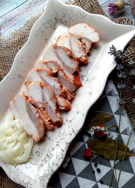 Варена сланина со лук и црвен пипер