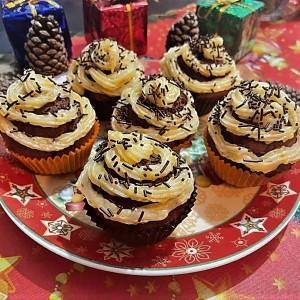 Чоколадни мафини со фил од јапонски јаболки