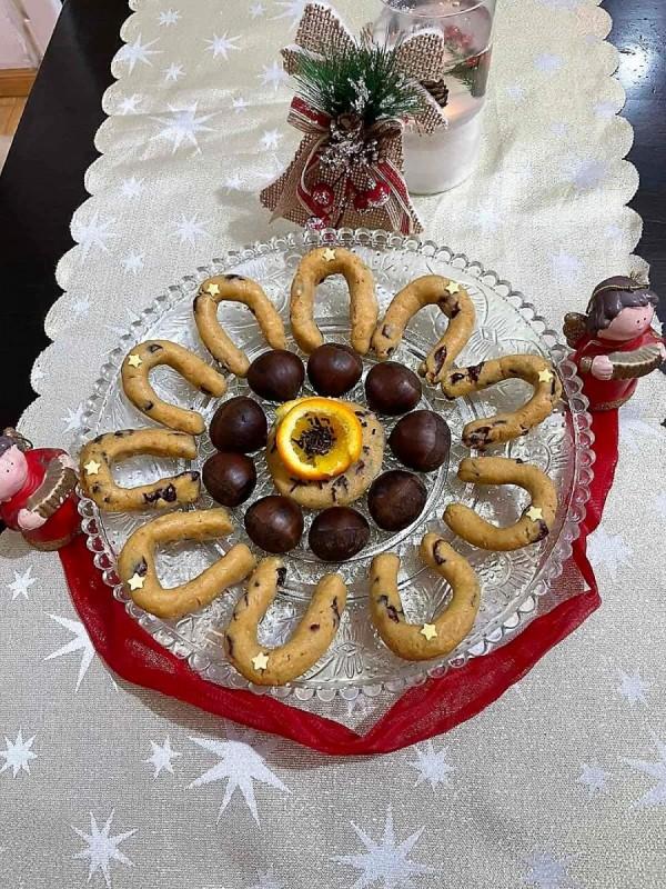 Колачи со костени, бадеми и брусница (посно, без печење)