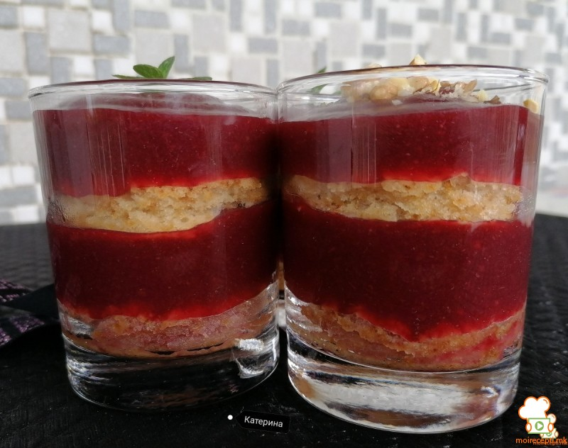 Празничен десерт во чаша, со вишни(посно)