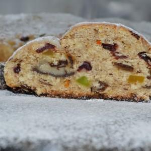 Божиќен колач Штолен