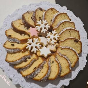 Куглов колач со кандиран портокал и суво грозје