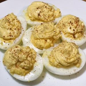 Полнети пикантни варени јајца
