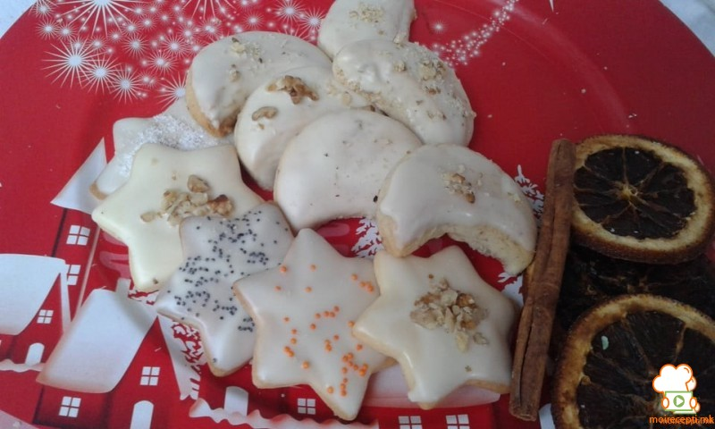 Колачи со бело чоколадо во форма на ѕвездички и месечинки
