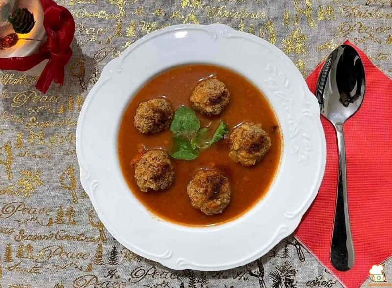 Ќофтиња со мелено месо и ориз во доматен сос