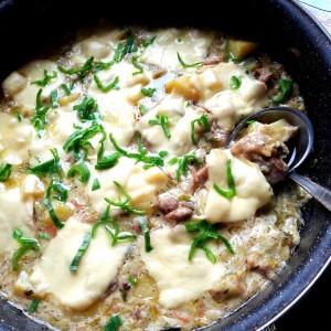 Тава со праз месо и компир во бешамел сос