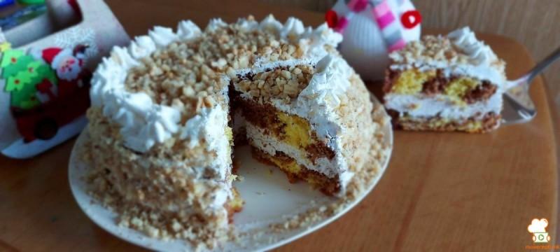 Празнична торта со ореви