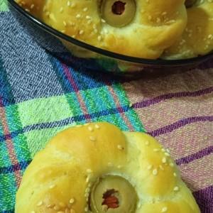 Посни цвет- кифли со маслинки
