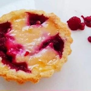 Мини тарт пити со црвено овошје