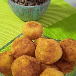 Поховани топчиња од пире(со сирење и праз)