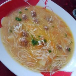 Домашна супа со ќофтенца