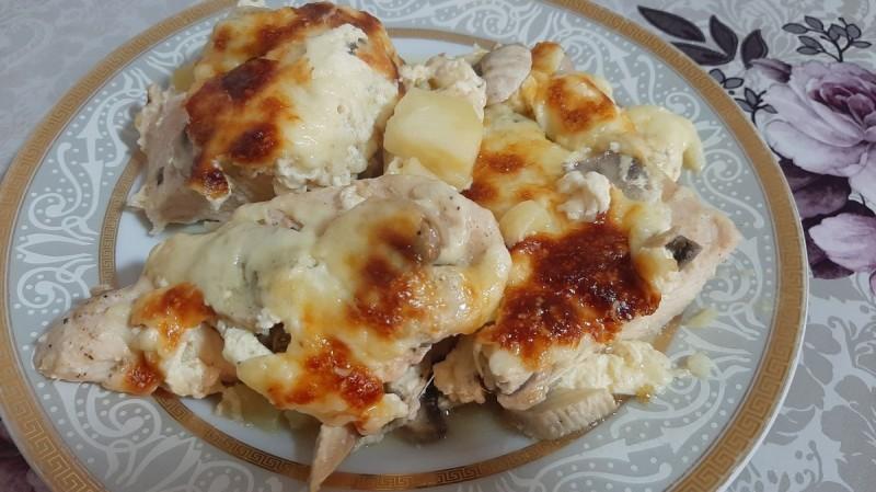 Пилешко со компири и печурки