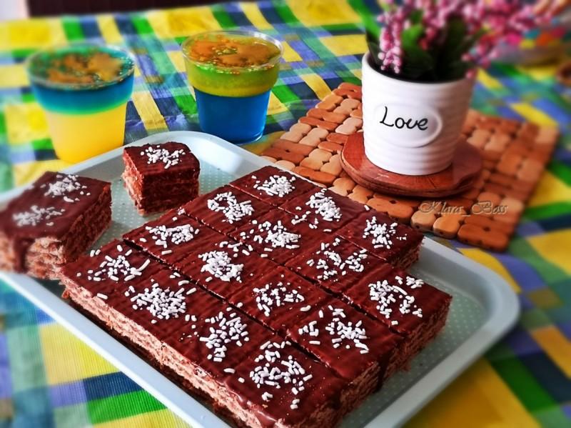 Чоколадна обланда со кондензирано млеко и ореви