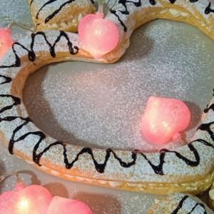 Срце еклери со ванила фил