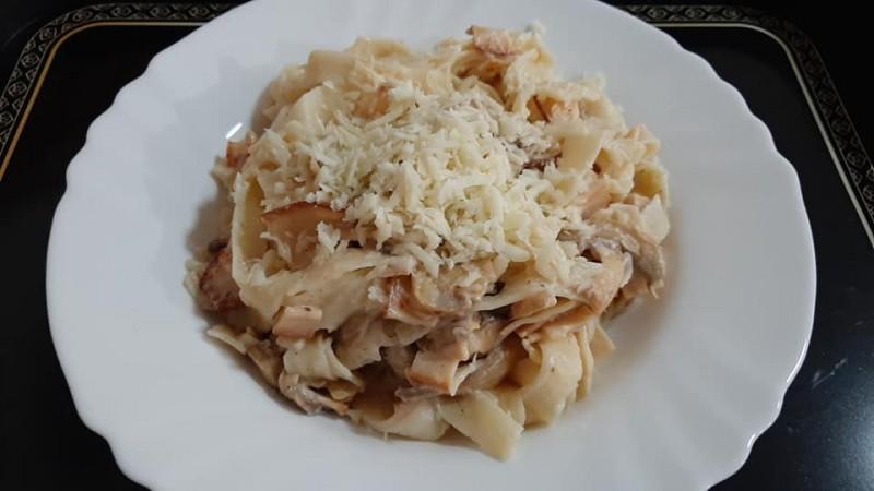 Таљатели со пилешко филе и печурки