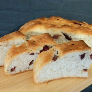 Медитерански леб со маслинки