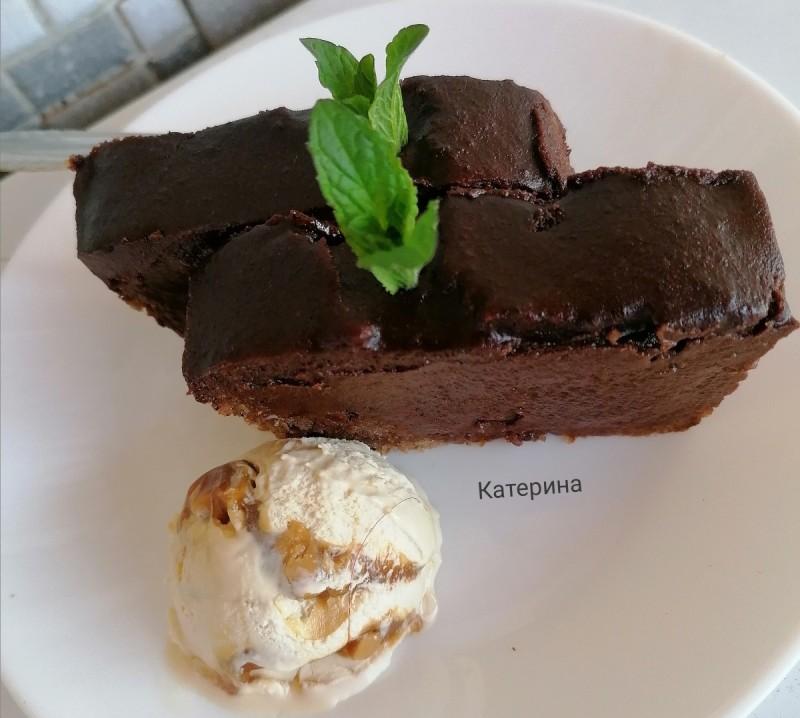 Сочен, чоколаден колач со јогурт