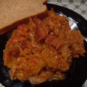 Вариво со кисела зелка и суво месо