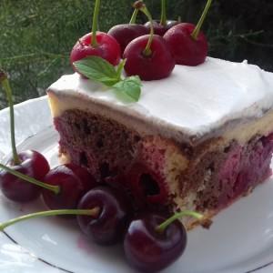 Вишна колач со јогурт