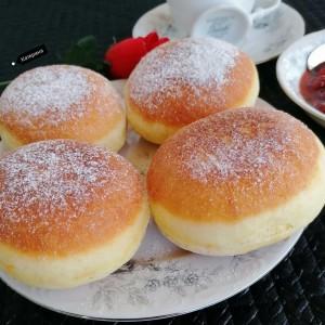 Велигденски крофни со бел венец