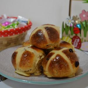 """Топли лепчиња со крст """"Hot cross buns"""""""