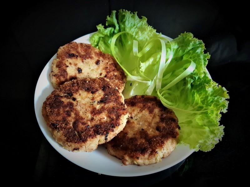 Плескавици со мисиркино мелено месо