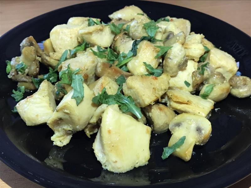 Пилешко со печурки