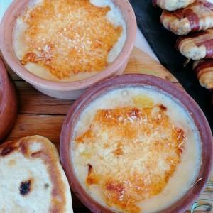 Запечено сирење во грнени садови на мој начин