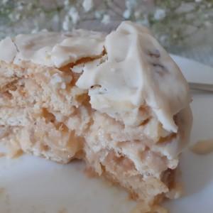 Бел десерт со ванила и јаболка