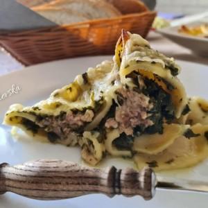 Кончиглиони со спанаќ и мелено месо