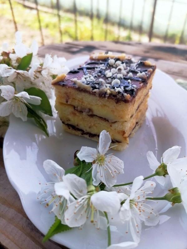 Брза пудинг торта со готови кори