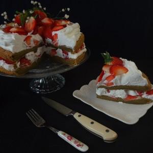 Мача торта со јагоди
