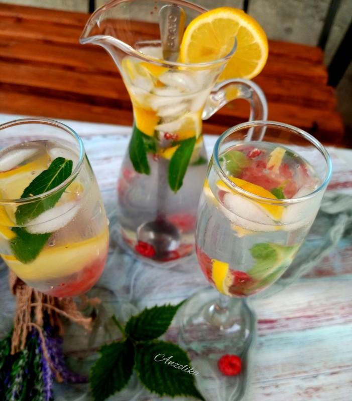 Освежителен пијалок со лимон и малини